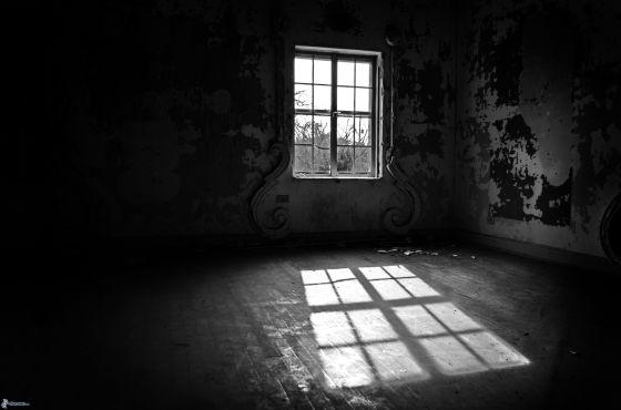 ventana-habitacion-abandonada-189761
